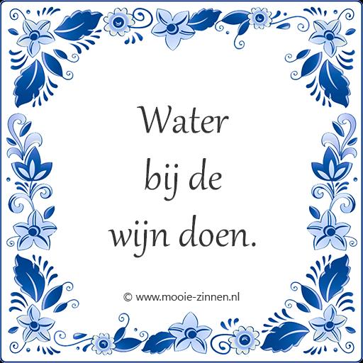 Spreekwoord op tegeltje: Water bij de wijn doen.